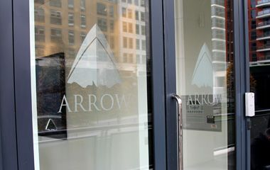 Arrow window logo - Aris Design